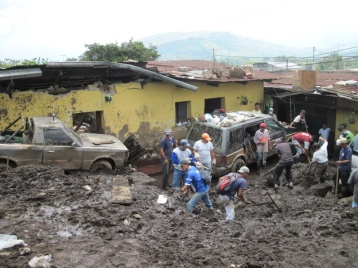 3m Schlamm und darunter 9 Häuser vergraben...