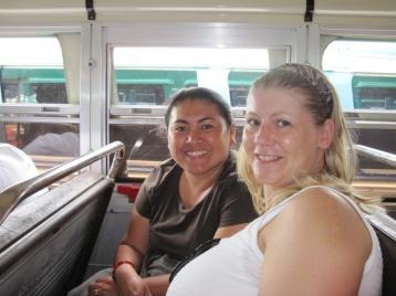 Angie mit ihrer Lehrerin Silvia