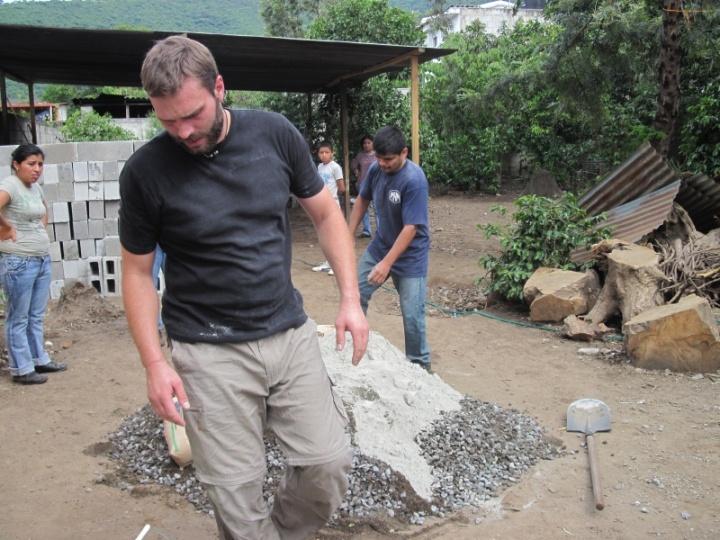 Beton anrühren und schwitzen