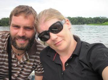 Zwei Müde beim Kanu-Fahrn