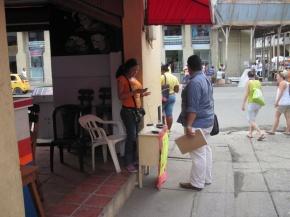 4. Bild - Telefontisch in Kolumbien