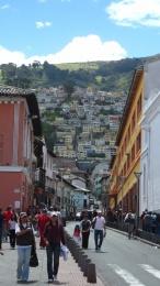 Blick auf Quitos Hügel