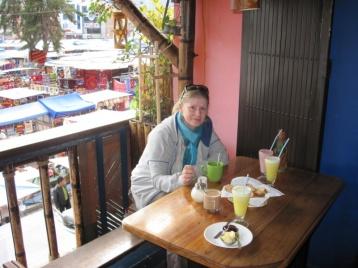 Angie mit lecker Frühstück
