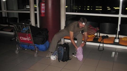 auf dem Flughafen Arica beim Übernachten