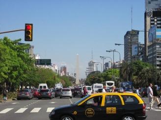 ein Teil der 9 de Julio...breiteste Strasse der Welt
