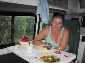 romantisches Abendessen im Camper
