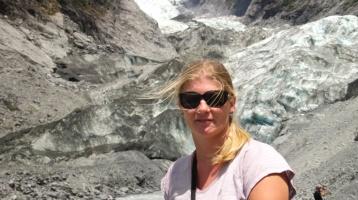 Angie vorm Gletscher