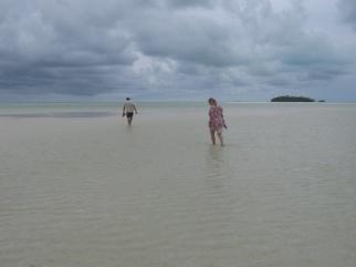 große Kinder am Strand