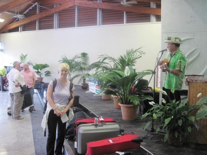 Nette Begrüßung am Gepäckband in Rarotonga