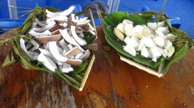 Verpflegung an Bord...Kokosnuss und anderes