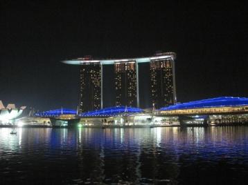 Marina Bay Sands Hotel, Shopping- und Erlebniscenter