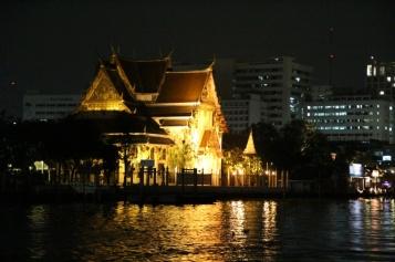 beleuchete Tempelanlage