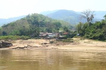 Dorf am Mekong
