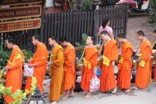 Die Mönche auf dem Almosengang
