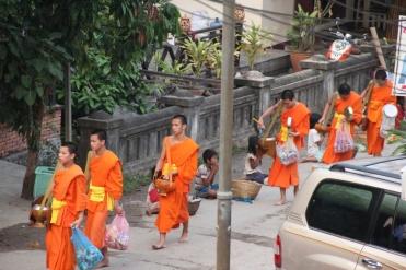 Almosengang in Luang Prabang