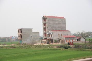 typische Bauweise in Vietnam...in die Höhe und in die Tiefe, Breite kostet zu viel