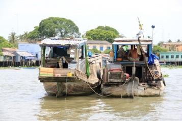 Auf dem Mekong..typisches Händlerboot