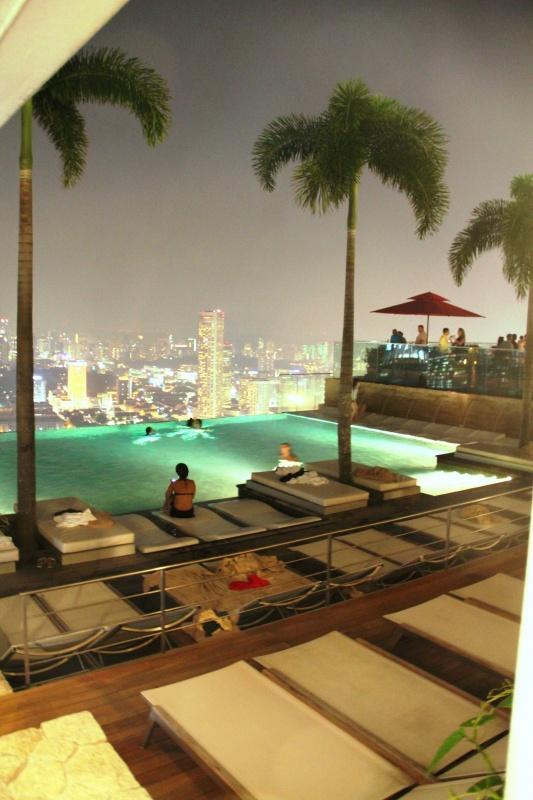 Blick vom Marina Bay Sands auf Singapore