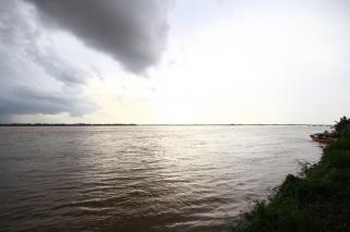 Dicke Wolken über dem Mekong
