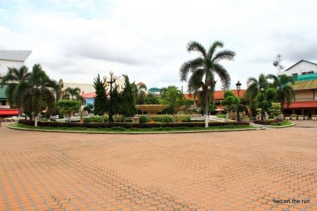 Bekannter Springbrunnen in Vientiane - Das Wasser hat verschlafen