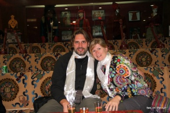 Wir bei einem tibetischen Abend