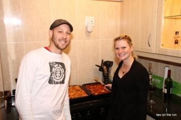 Heute Lasagnekochmeisterschaften - Die Kontrahenten Barbara und Yanik