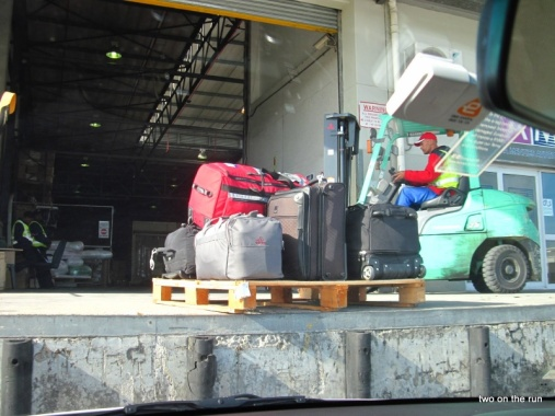 Unser restliches Gepäck fliegt nach Hause