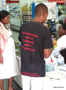 Die Kleiderspenden kommen an - Lusaka Supermarkt