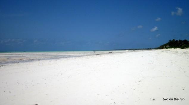 Strand im Osten Zanzibars - wo ist nur das Wasser geblieben