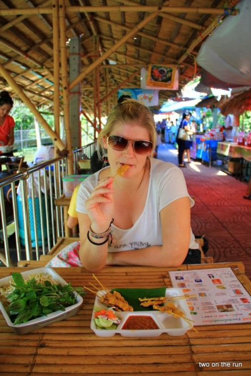 In Bangkok - Taling chan floating market