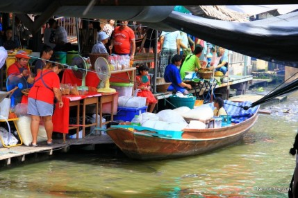 In Bangkok - Taling chan floating market