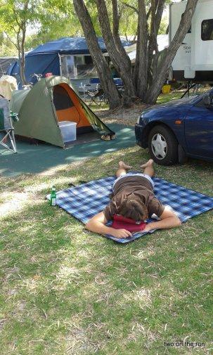 Mittagsschlaf beim Zelten