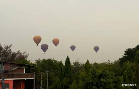 Bagan - Ballons vom Hotel aus