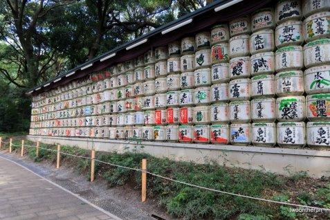 Meiji-jingü Tempel in Yoyogi - Reisschnappsfässer