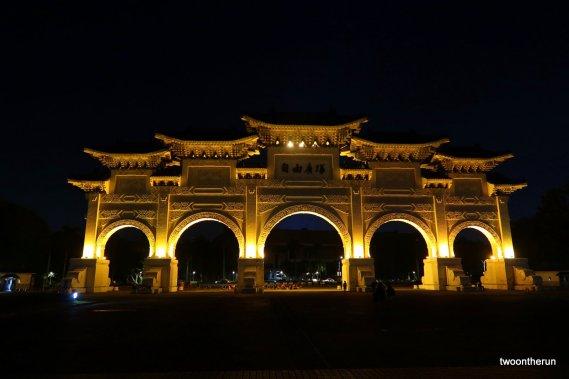 Das Haupttor zum Chiang-Kai-shek-Park